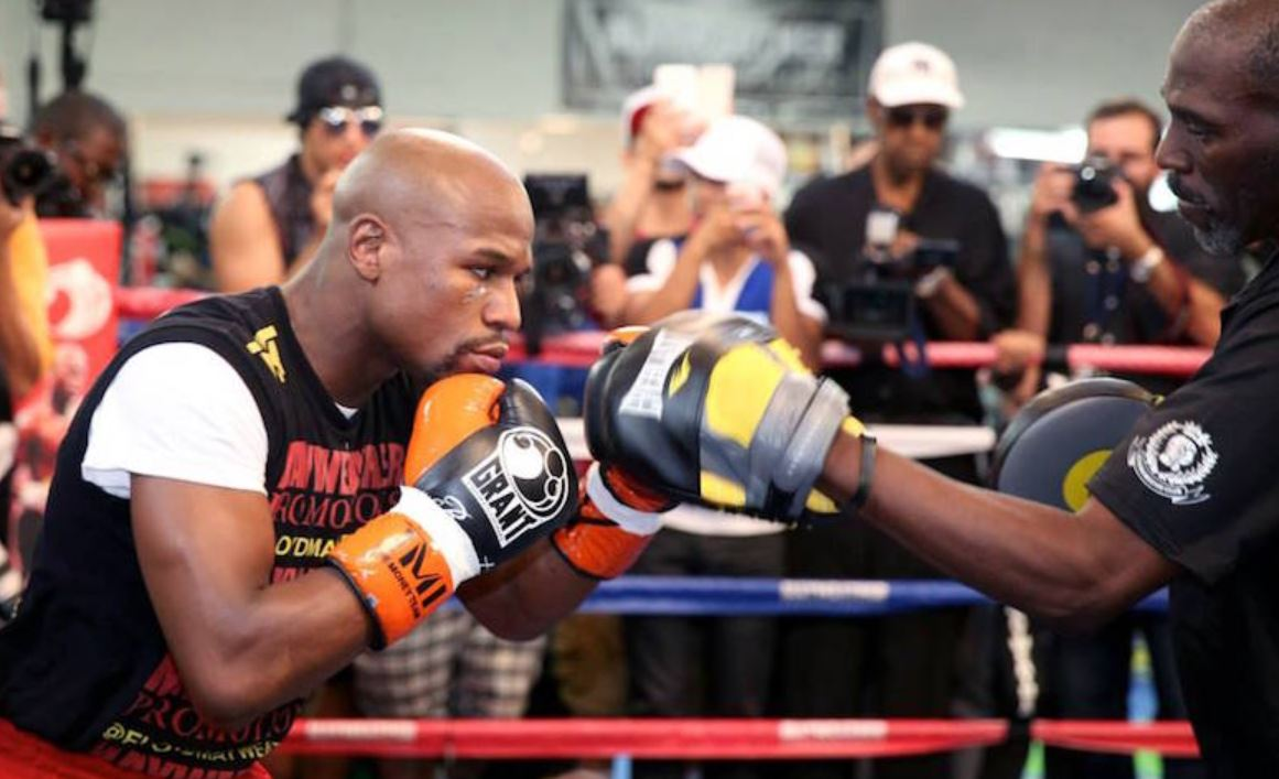 Mayweather On The Pads